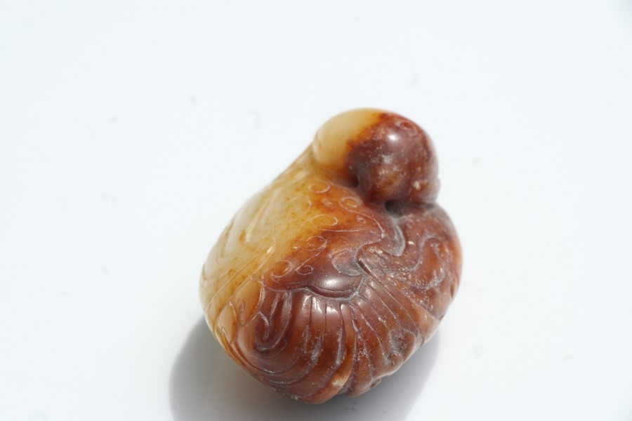 A Chinese russet jade figure of a quail mounted on a hardwood stand, 5.5cms (2.25ins) long. - Image 4 of 9