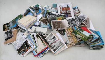 A quantity of loose postcards, mainly foreign topographical (2 boxes).