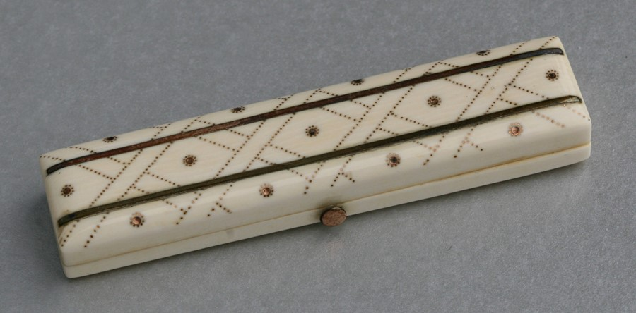 A George III ivory toothpick case with yellow metal inlaid decoration, 8cms (3.1ins) wide.