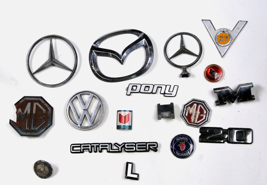 A large quantity of various marque bonnet insignias for various models including Volkswagen, Nissan, - Image 2 of 2