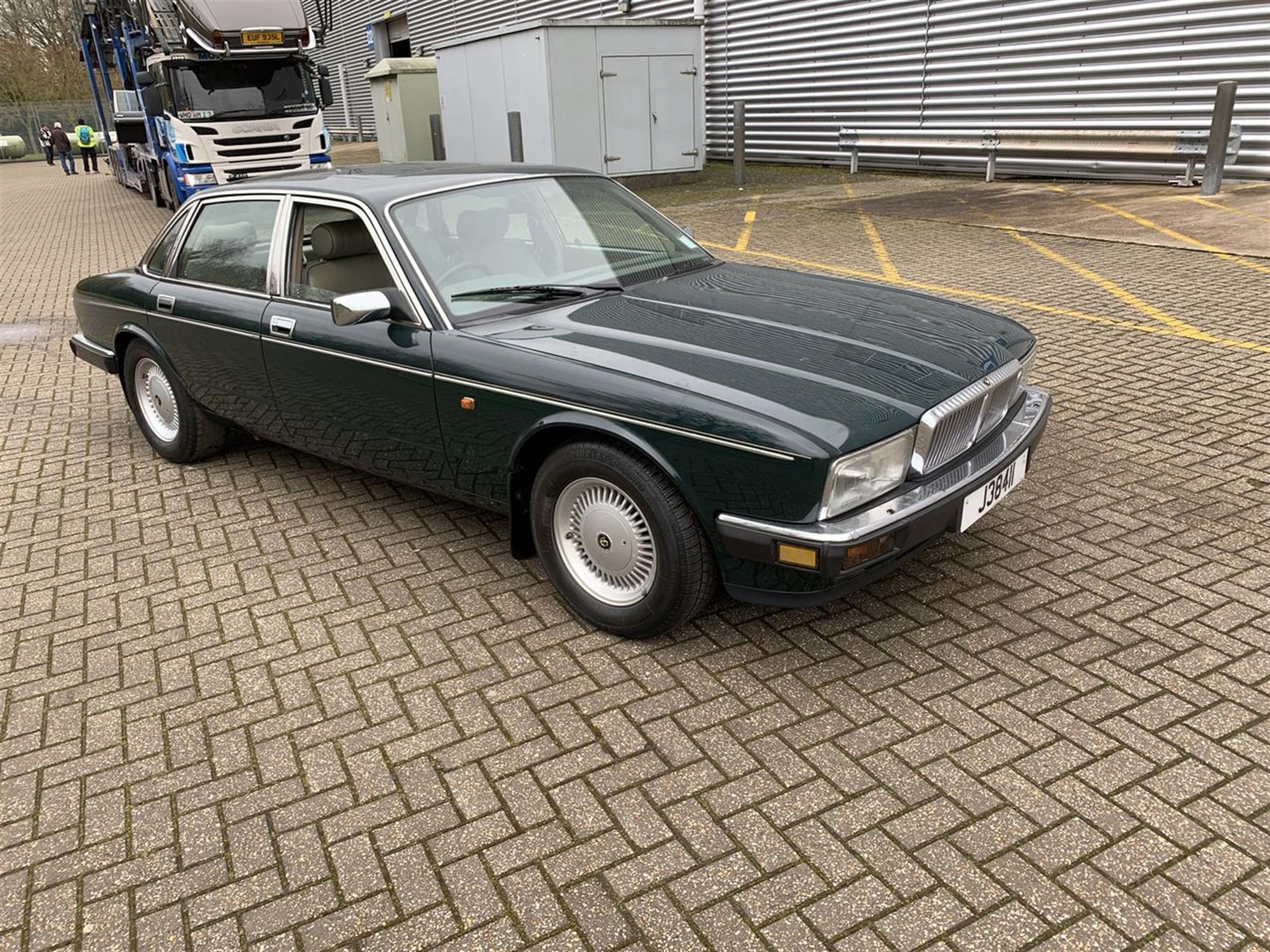 1992 Daimler Double-Six (XJ40)