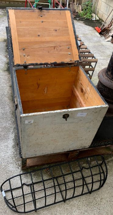 Vintage pine trunk together with a modern metal wa - Image 2 of 3