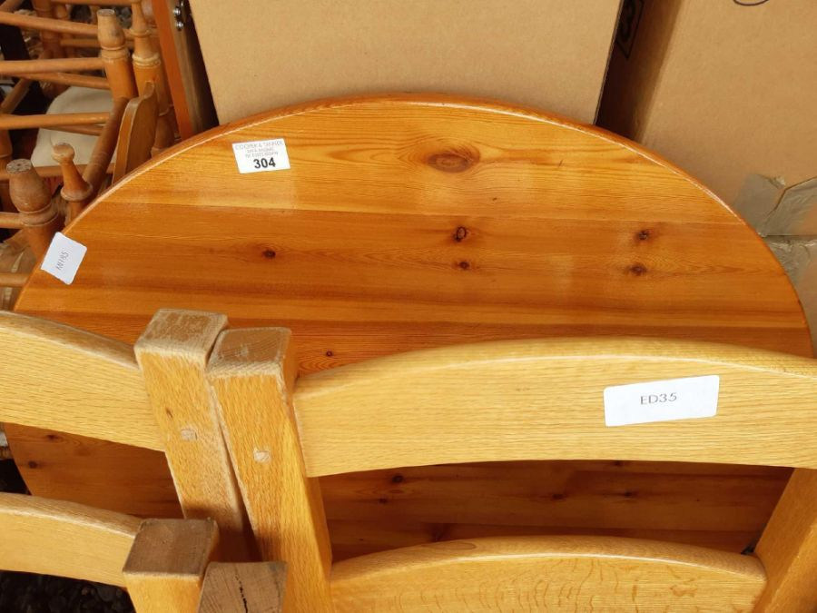 Round pine kitchen table together with 4 - Image 2 of 2