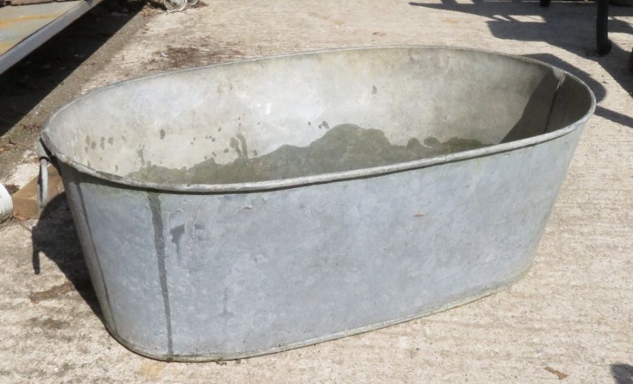 3 galvanized watering cans & a galvanized tub - Image 2 of 5