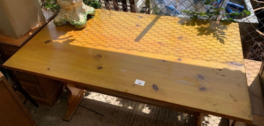 Pine kitchen table - Image 2 of 2