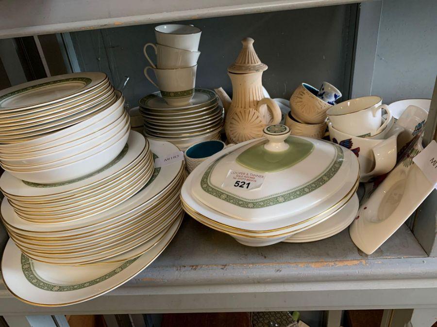 Quantity of Royal Doulton 'Rondelay' dinnerware to