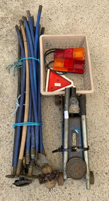 Pump action trolley jack, set of drain rods & trai