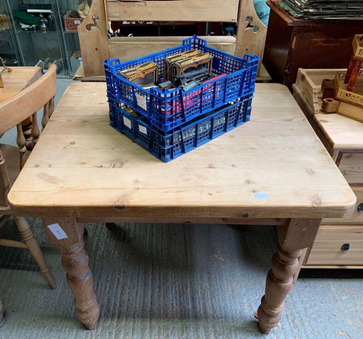 Small square pine kitchen table on 4 turned legs