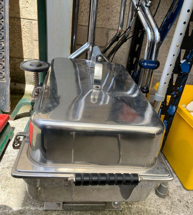 Bottle corker, Bain Marie, clothes rail & mobility - Image 2 of 3