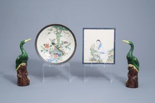 A Chinese Nanking famille verte charger, a pair of polychrome birds and a painting on silk, 19th/20t