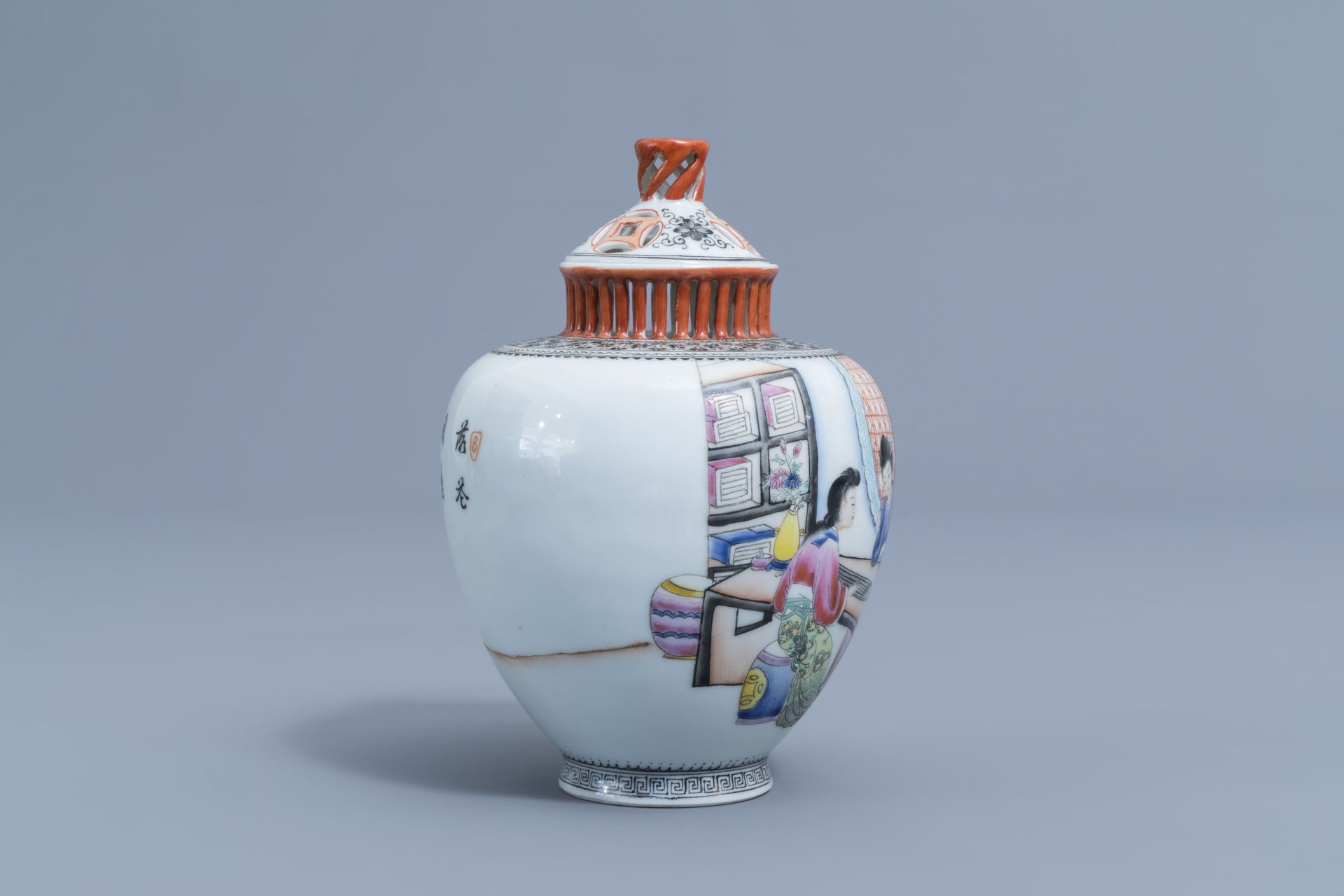A Chinese famille rose vase and cover with ladies playing music, Qianlong mark, Republic, 20th C. - Image 3 of 7
