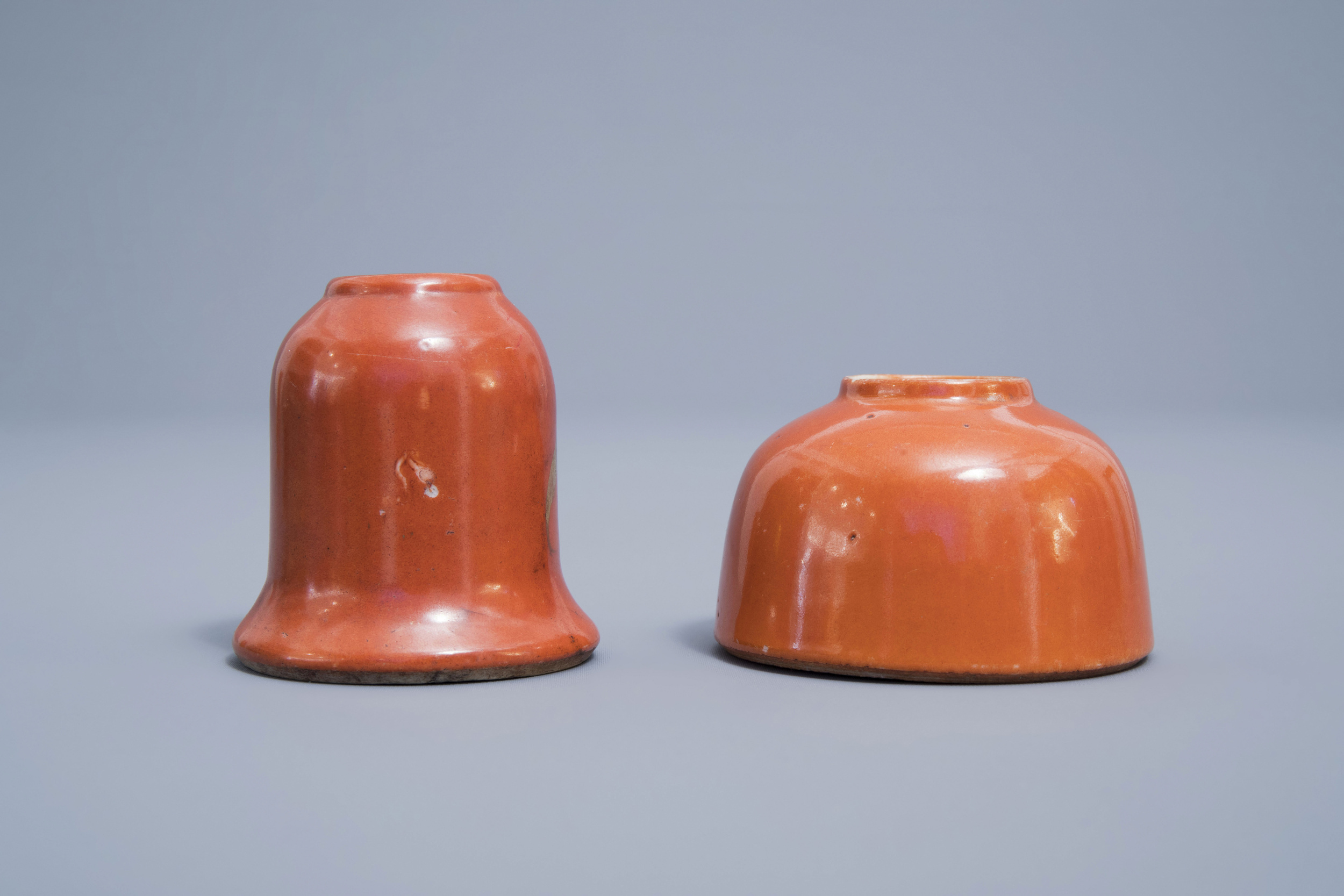 A Chinese four-part gilt decorated coral ground scholar's set, Republic, 20th C. - Image 18 of 22
