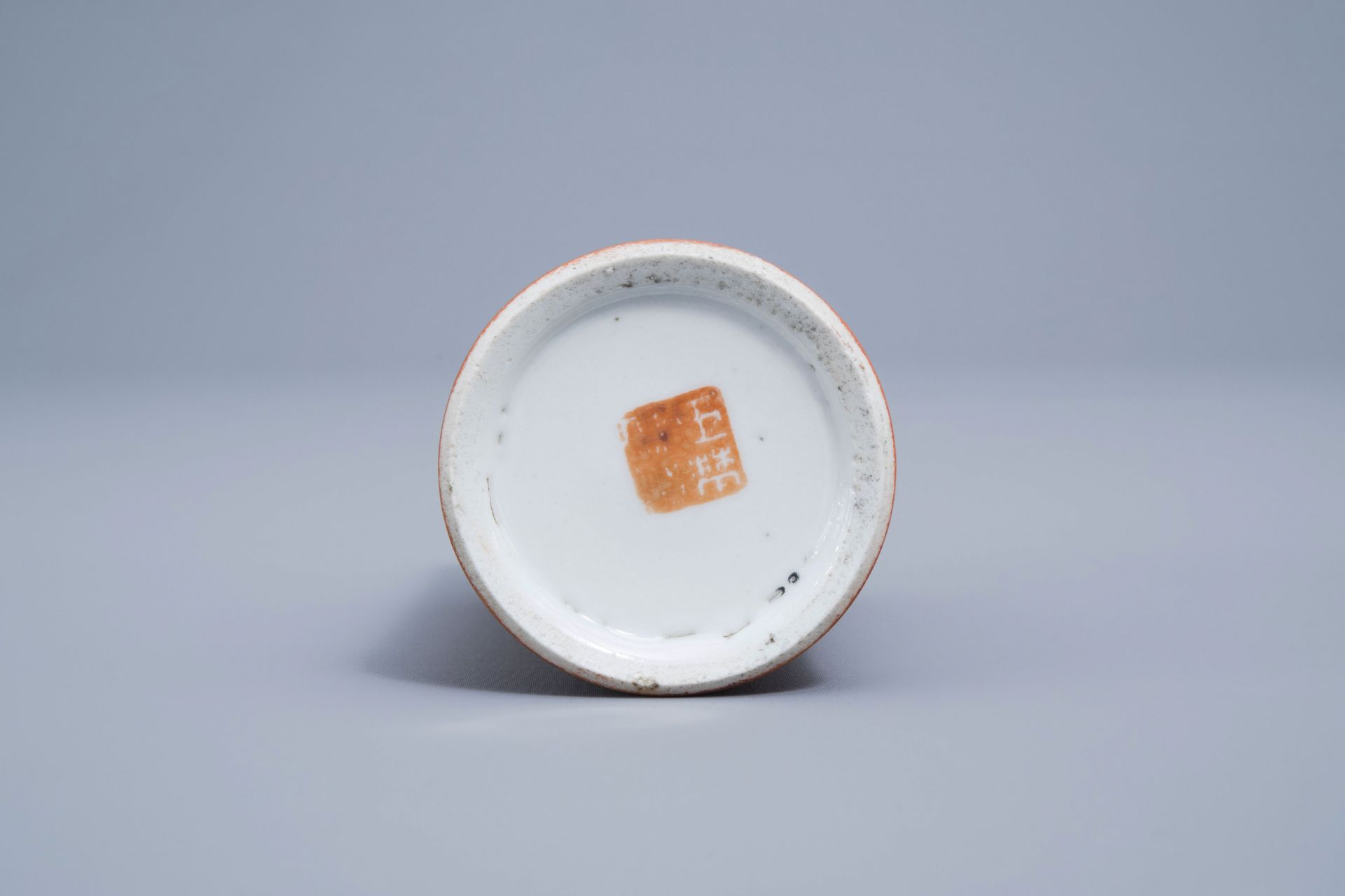 A Chinese four-part gilt decorated coral ground scholar's set, Republic, 20th C. - Image 7 of 22