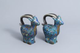 A pair of Chinese cloisonne ram shaped jugs, 19th/20th C.