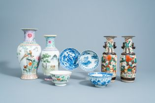 A varied collection of Chinese blue, white and famille rose porcelain, 19th/20th C.