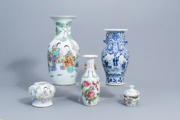A varied collection of Chinese famille rose and blue and white porcelain, 19th/20th C.