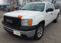 GMC (2010) SIERRA 1500 PICKUP TRUCK WITH 4.0L V6 GAS ENGINE, AUTOMATIC TRANSMISSION, MANUAL WINDOWS,