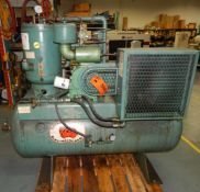 GARDNER DENVER (2004) BESDB TANK-MOUNTED ROTARY SCREW AIR COMPRESSOR WITH 15 HP, 125 PSI, S/N:
