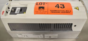 ABB (2018) ACH550-UH-022A-6 20 HP VARIABLE FREQUENCY DRIVE WITH 500-600V/3PH/48-63HZ, S/N N/A [