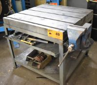 """36""""X36"""" T-SLOT STEEL TABLE WITH 6"""" VISE (CI) [RIGGING FEE FOR LOT #49 - $30 CAD PLUS APPLICABLE"""