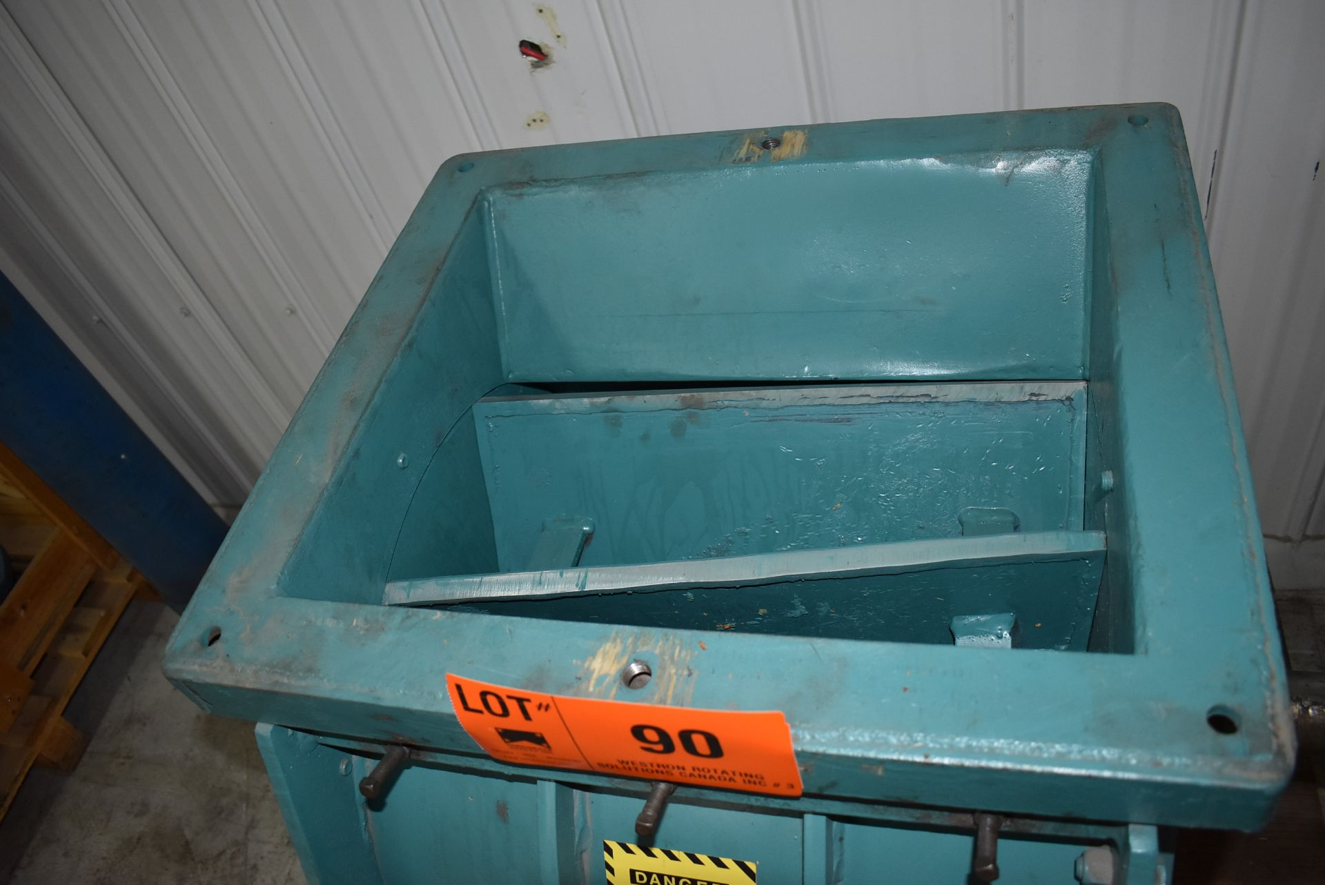 ACO FEEDER INDUSTRIAL WOOD CHIPPER, S/N: N/A [SKU 1357] (CI) [RIGGING FEE FOR LOT #90 - $25 CAD PLUS - Image 4 of 4