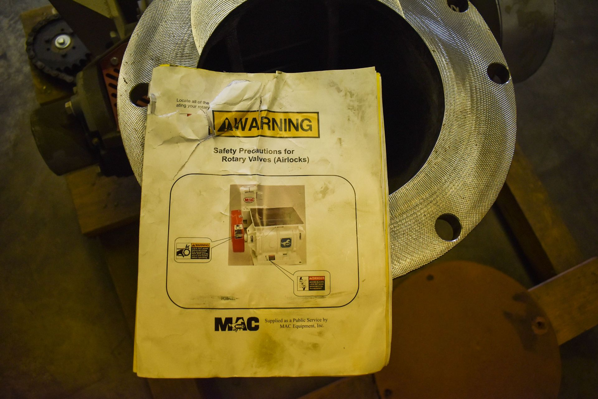 MAC ROTARY VALVE MODEL SEA-60 AIRLOCK, S/N: N/A (CI) [RIGGING FEE FOR LOT #95 - $25 CAD PLUS - Image 5 of 7