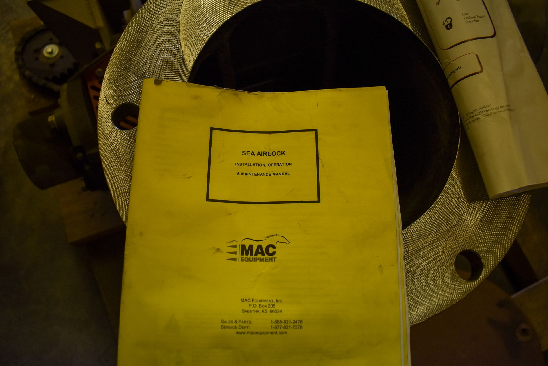 MAC ROTARY VALVE MODEL SEA-60 AIRLOCK, S/N: N/A (CI) [RIGGING FEE FOR LOT #95 - $25 CAD PLUS - Image 6 of 7