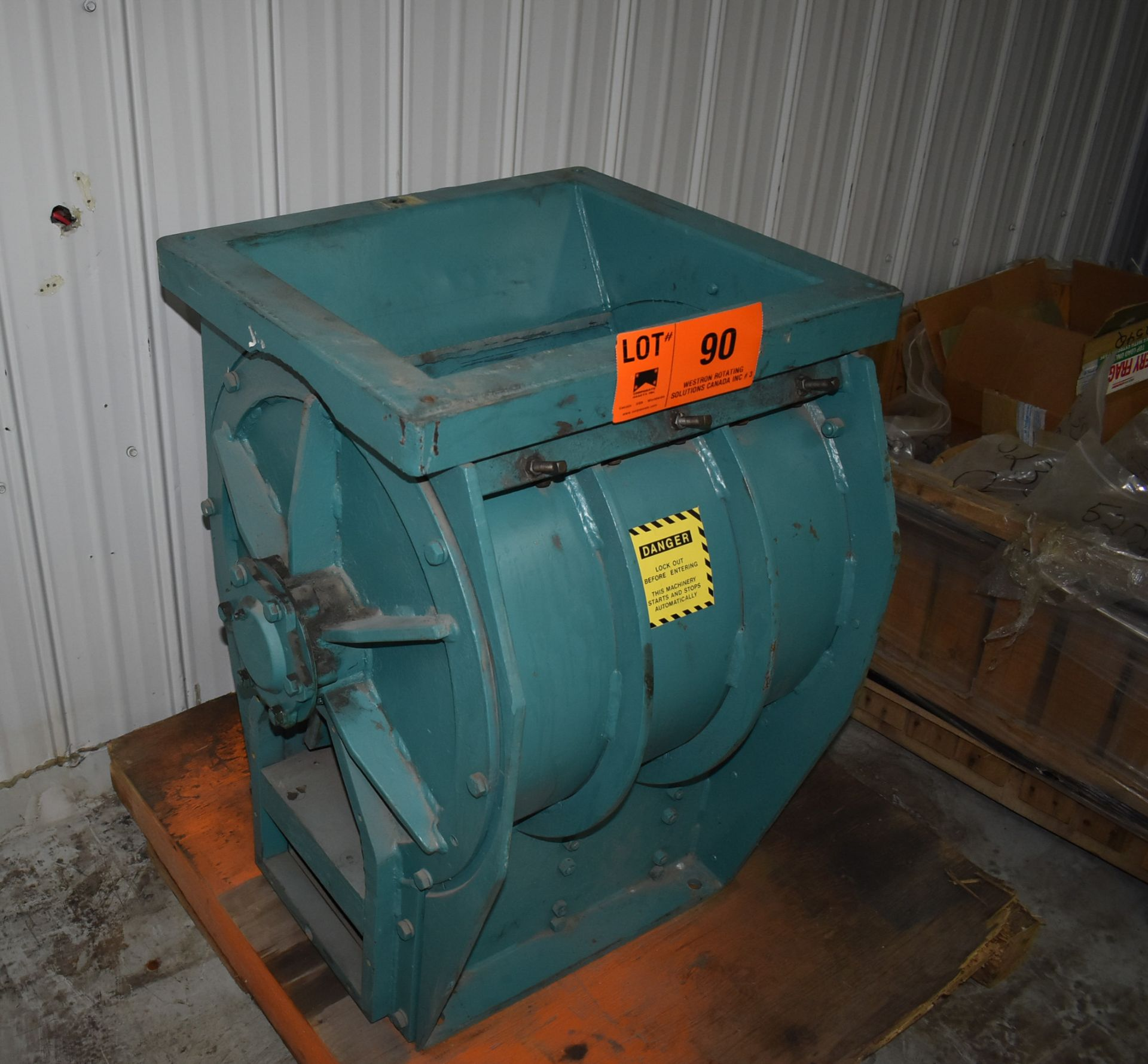 ACO FEEDER INDUSTRIAL WOOD CHIPPER, S/N: N/A [SKU 1357] (CI) [RIGGING FEE FOR LOT #90 - $25 CAD PLUS - Image 2 of 4