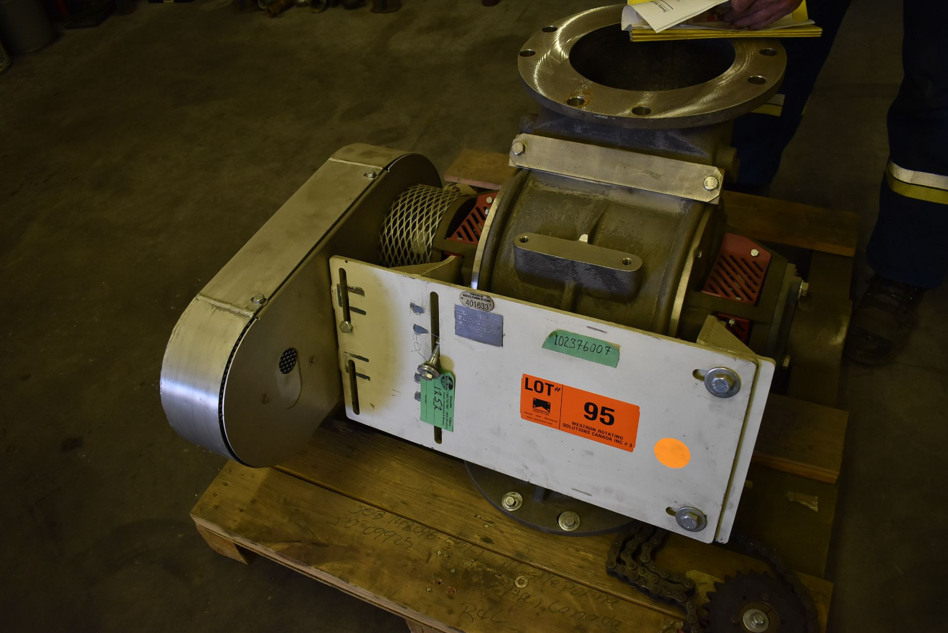 MAC ROTARY VALVE MODEL SEA-60 AIRLOCK, S/N: N/A (CI) [RIGGING FEE FOR LOT #95 - $25 CAD PLUS