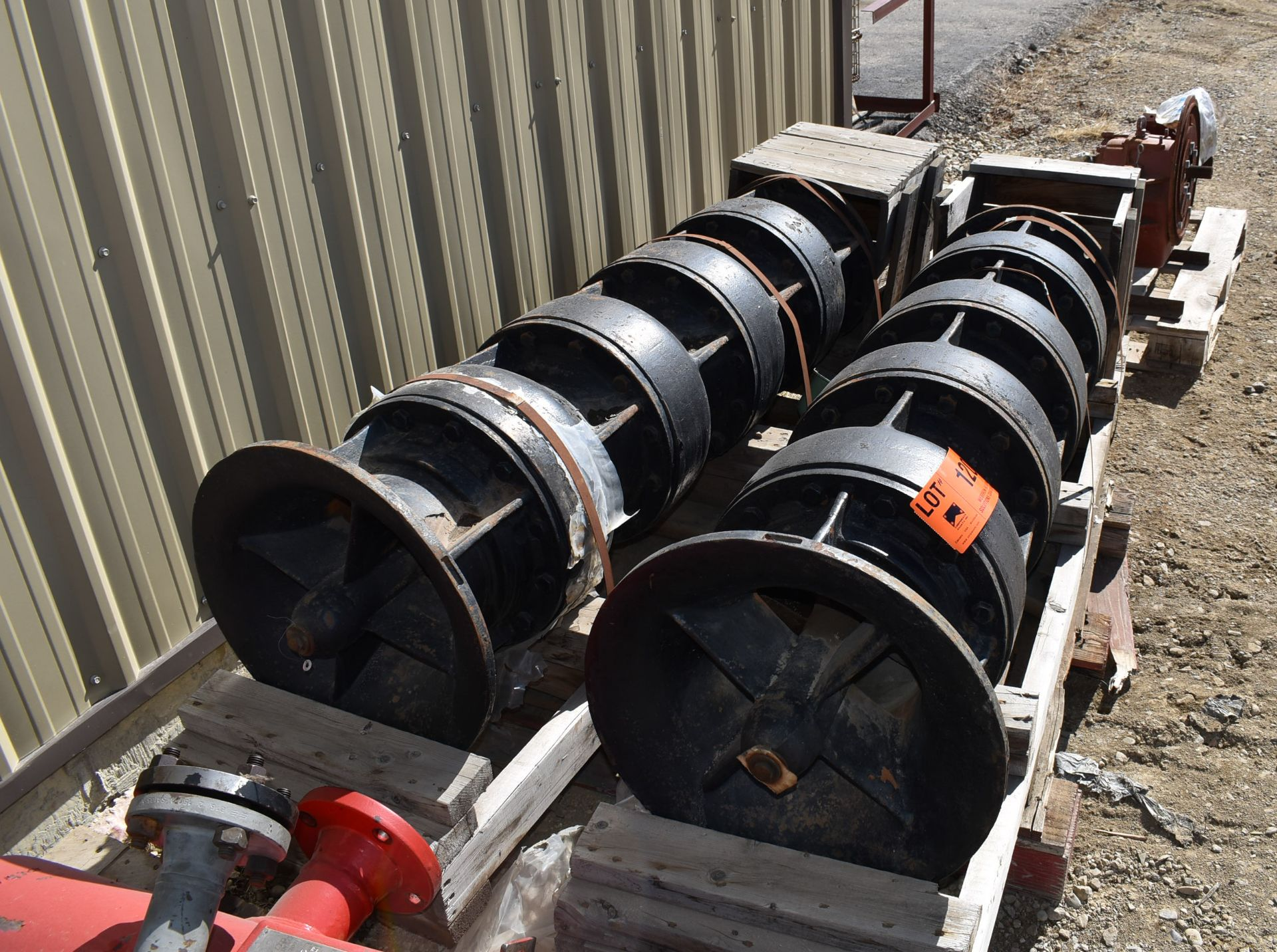 LOT/ (2) VERTICAL MULTI-STAGE PUMPS (CI) [RIGGING FEE FOR LOT #120 - $25 CAD PLUS APPLICABLE TAXES] - Image 2 of 4