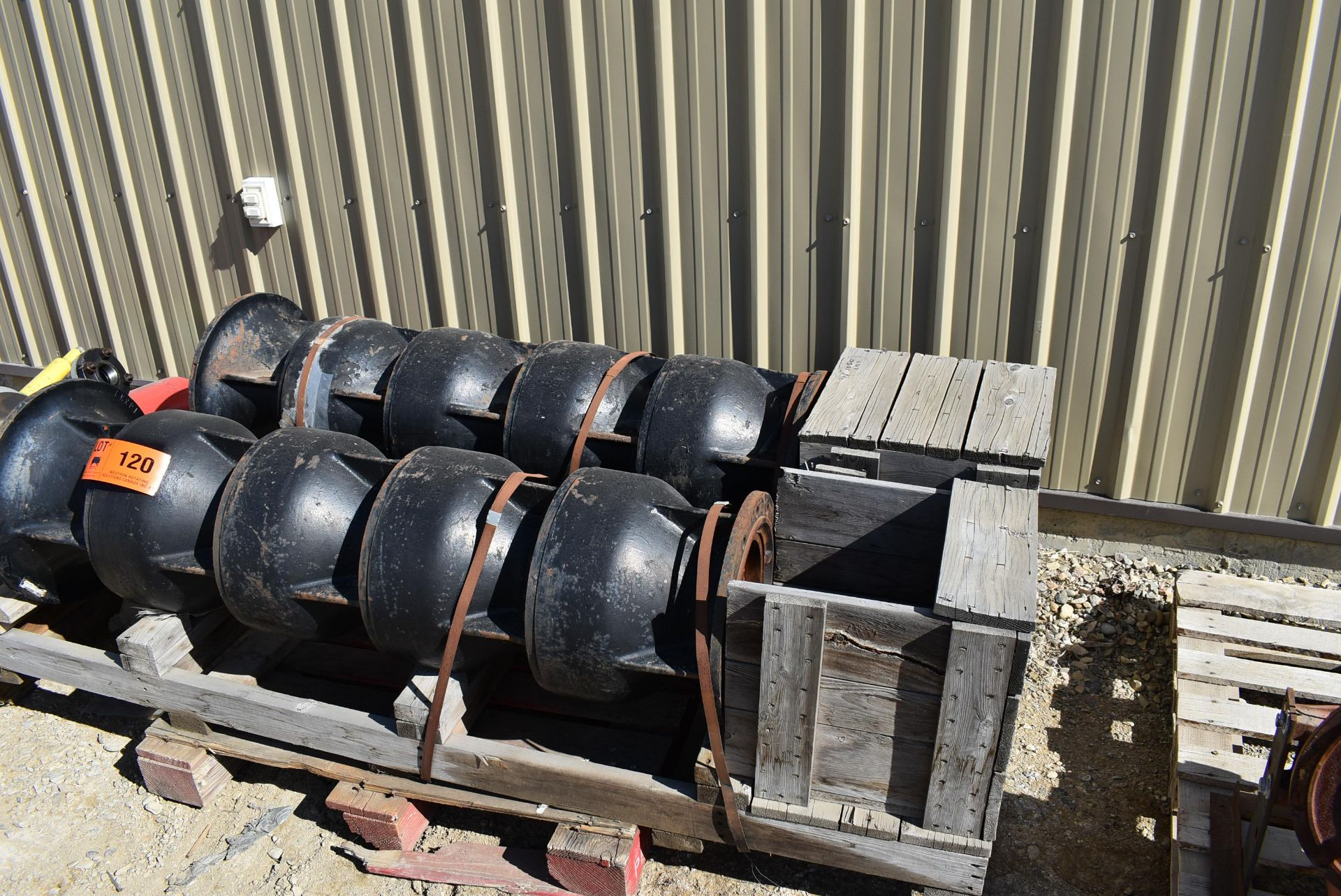LOT/ (2) VERTICAL MULTI-STAGE PUMPS (CI) [RIGGING FEE FOR LOT #120 - $25 CAD PLUS APPLICABLE TAXES] - Image 4 of 4