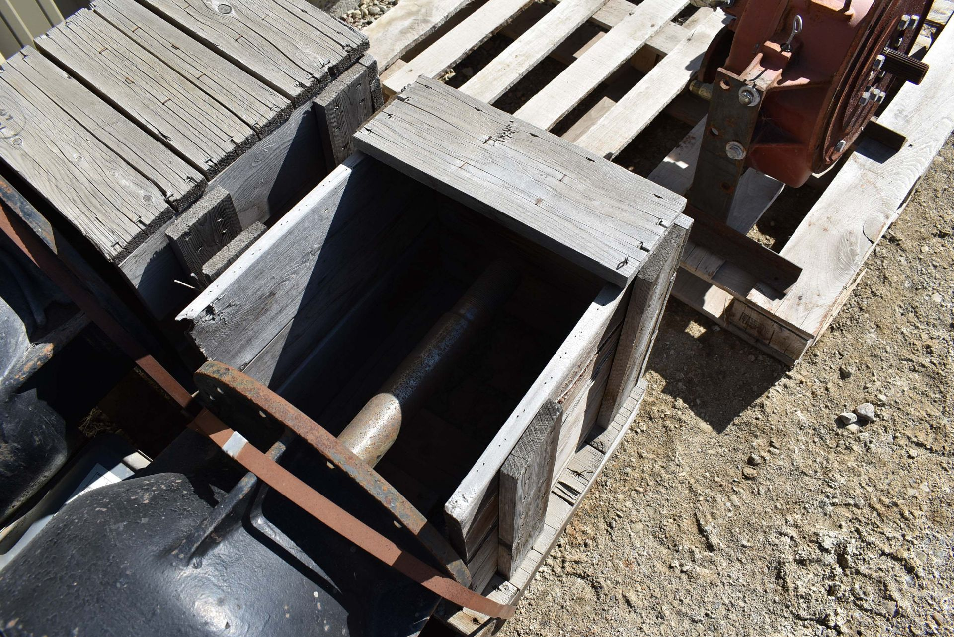 LOT/ (2) VERTICAL MULTI-STAGE PUMPS (CI) [RIGGING FEE FOR LOT #120 - $25 CAD PLUS APPLICABLE TAXES] - Image 3 of 4