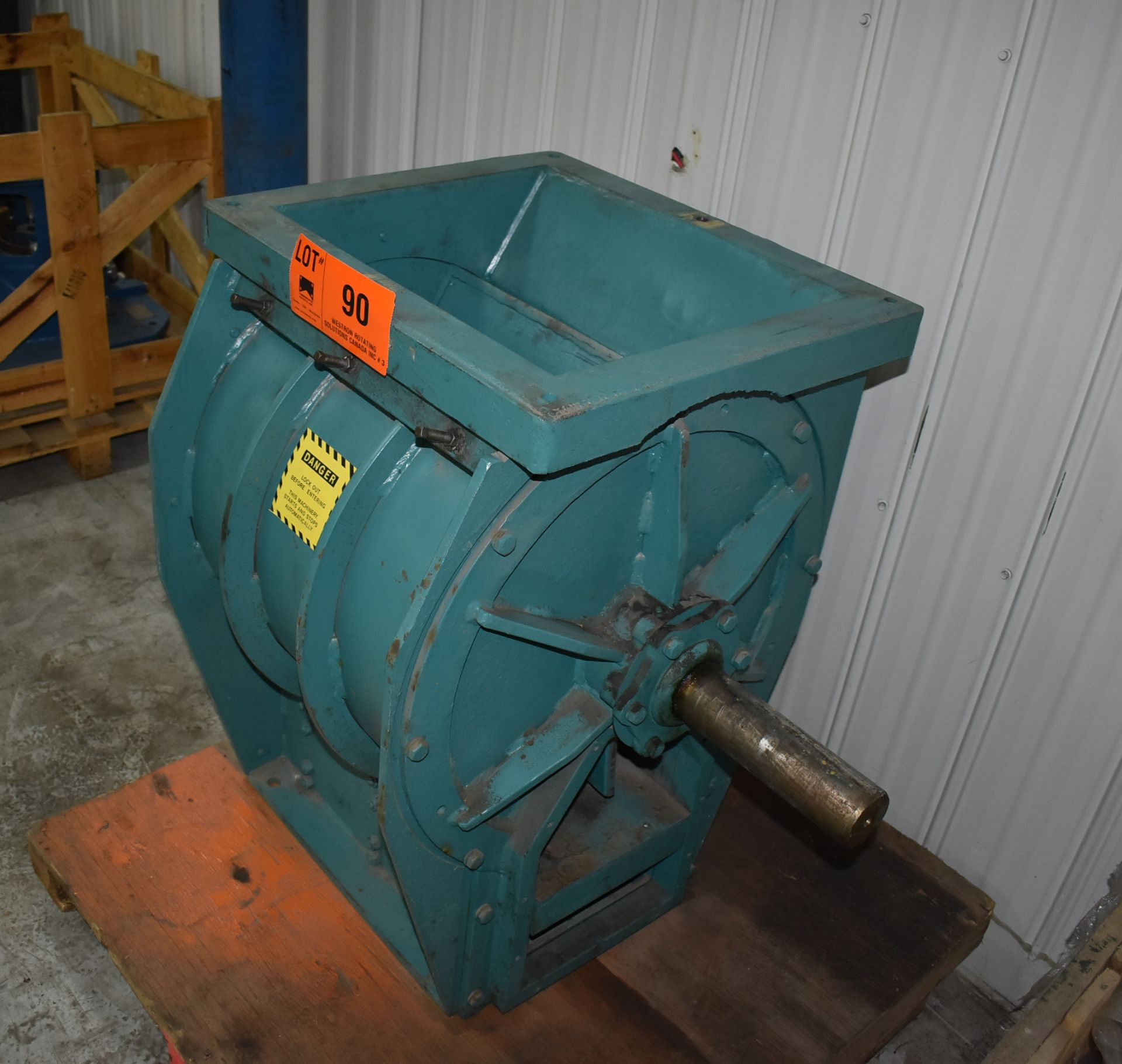 ACO FEEDER INDUSTRIAL WOOD CHIPPER, S/N: N/A [SKU 1357] (CI) [RIGGING FEE FOR LOT #90 - $25 CAD PLUS - Image 3 of 4