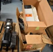 LOT/ SKID WITH ALLEN-BRADLEY POWERFLEX 700 ADJUSTABLE FREQUENCY AC DRIVE, SPARE PARTS & GOULDS