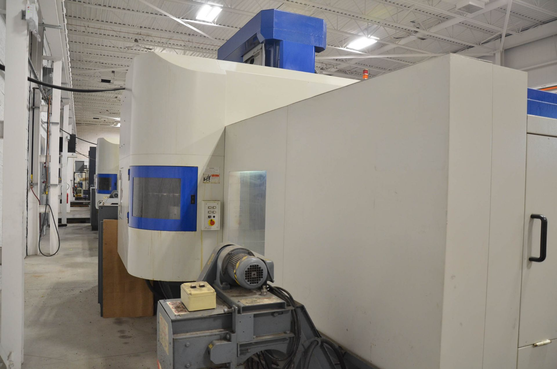 AWEA (2005) SP2016HSS GANTRY-TYPE CNC VERTICAL MACHINING CENTER WITH FANUC SERIES 18I-MB CNC - Image 6 of 11