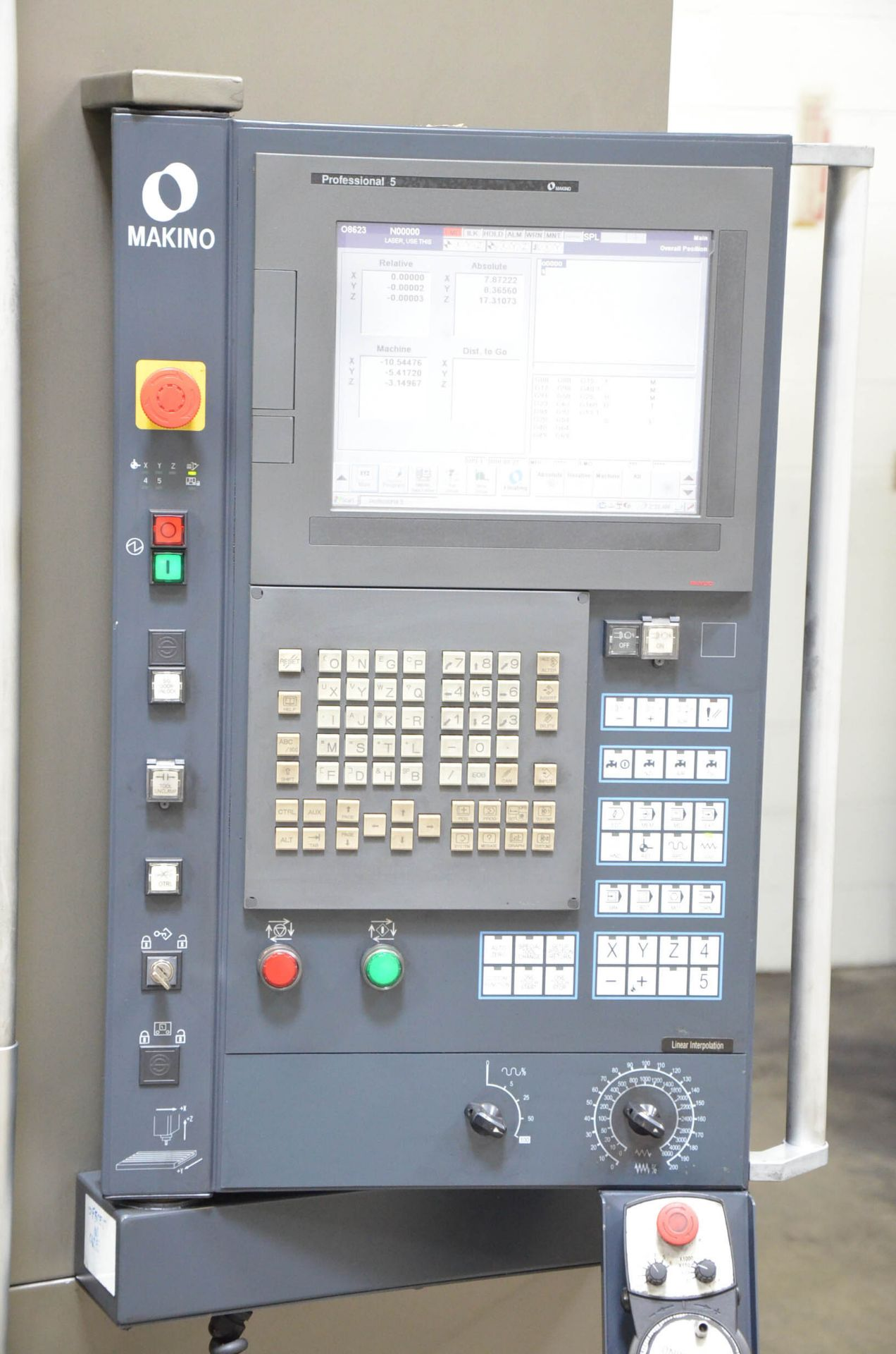 MAKINO (2012) F3 CNC VERTICAL MACHINING CENTER WITH MAKINO PROFESSIONAL 5 TOUCHSCREEN CNC CONTROL, - Image 6 of 9