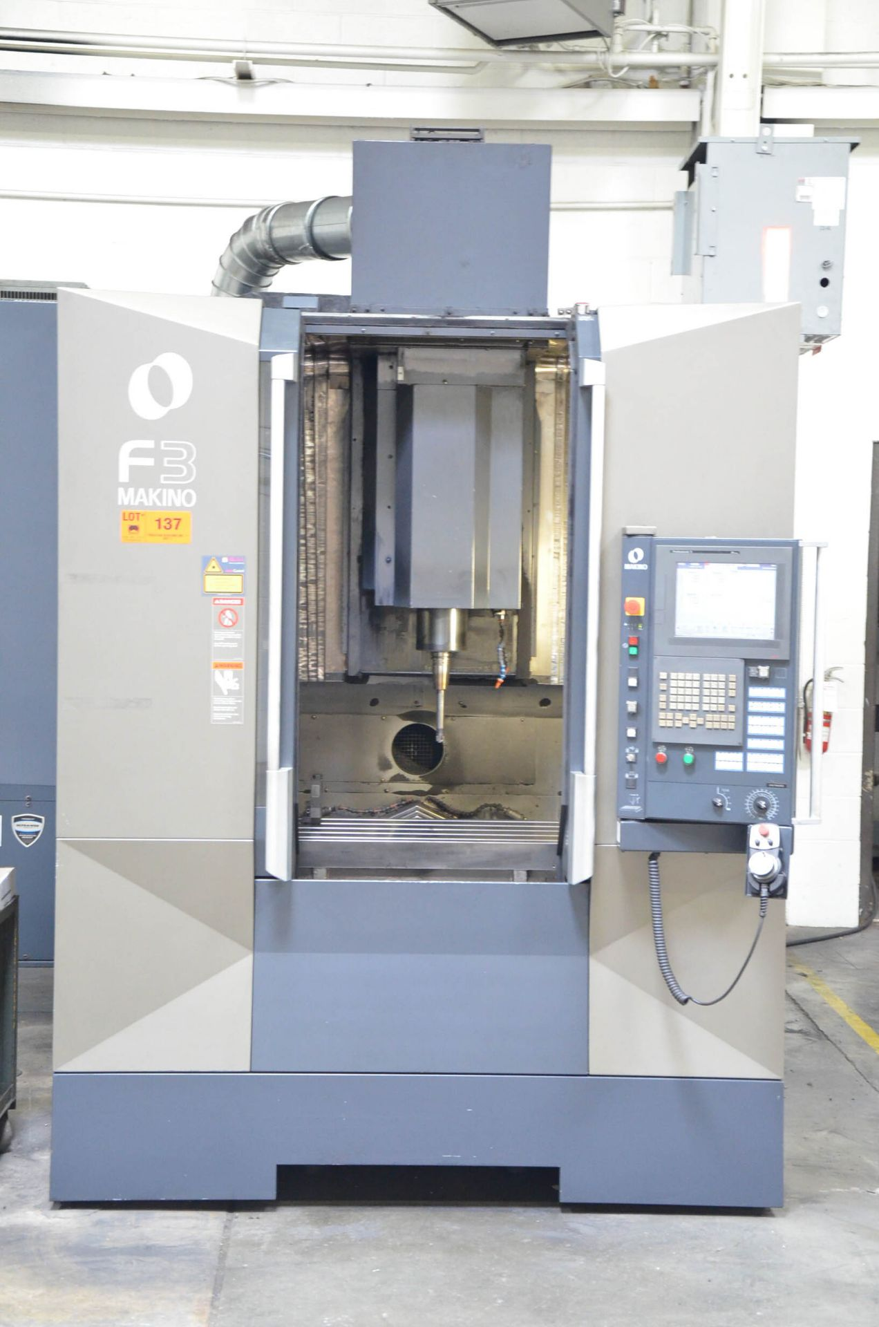 MAKINO (2012) F3 CNC VERTICAL MACHINING CENTER WITH MAKINO PROFESSIONAL 5 TOUCHSCREEN CNC CONTROL, - Image 3 of 9