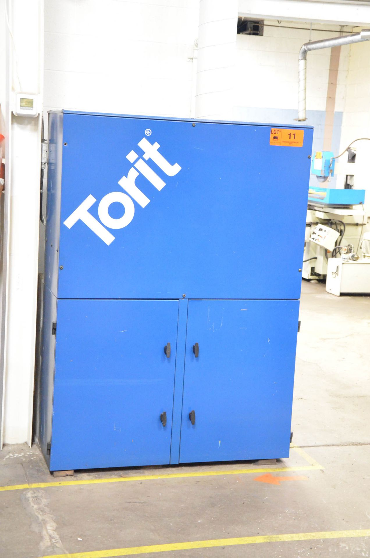DONALDSON TORIT VS2400 5HP FLOOR-TYPE DUST COLLECTOR, 575V/3PH/60HZ, S/N: IG524206 (CI) [RIGGING - Image 2 of 3