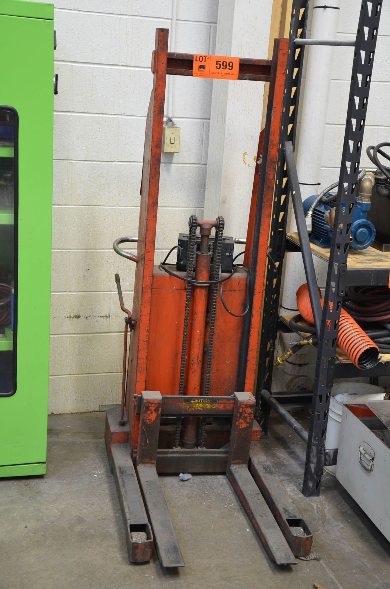 MFG UNKNOWN ELECTRIC DIE CART WITH CHARGER