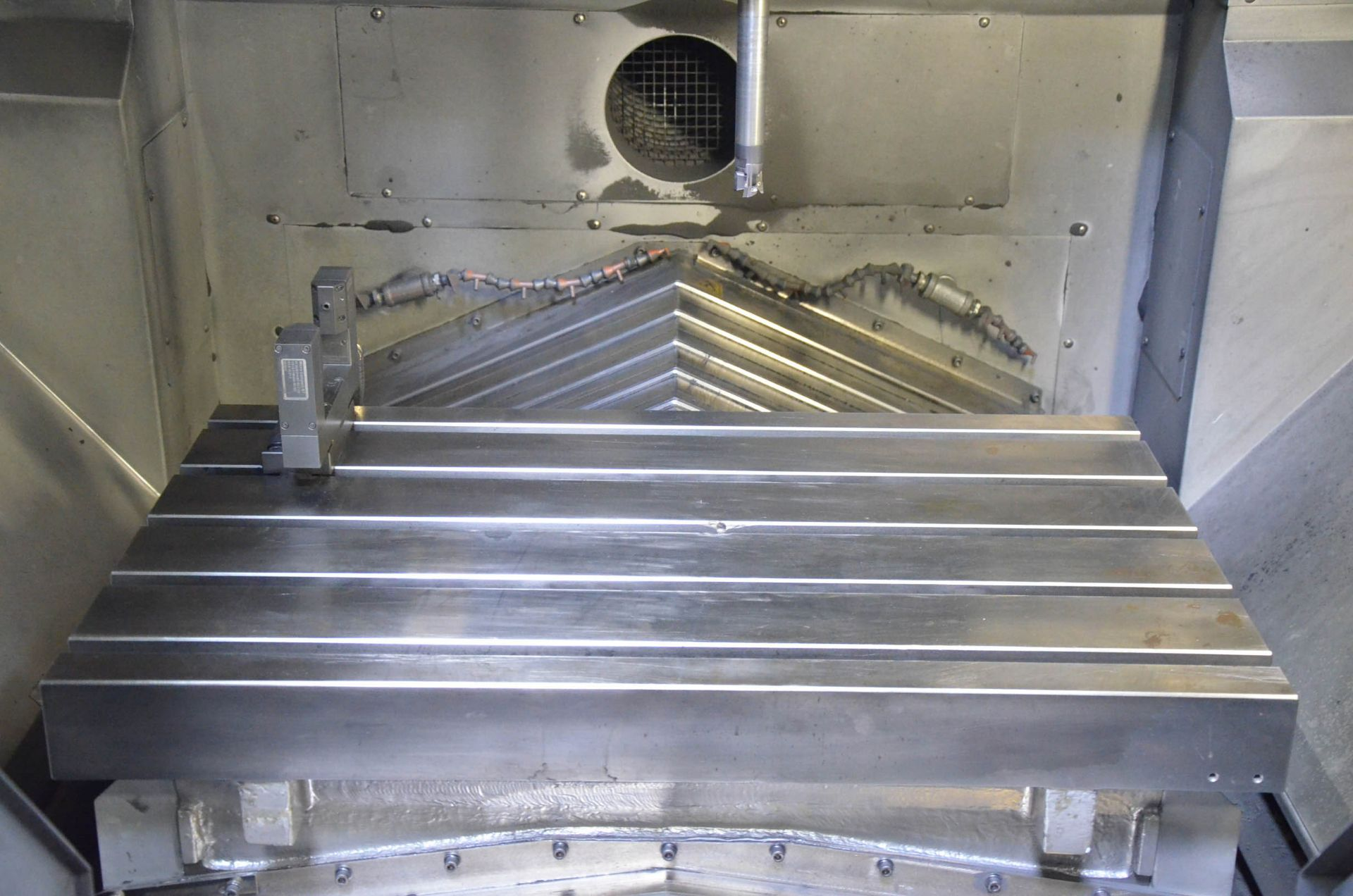 MAKINO (2012) F3 CNC VERTICAL MACHINING CENTER WITH MAKINO PROFESSIONAL 5 TOUCHSCREEN CNC CONTROL, - Image 5 of 9