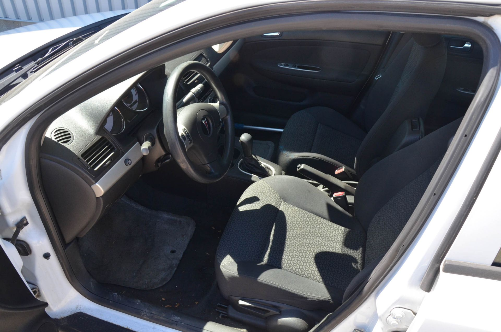 PONTIAC (2008) G5 4-DOOR SEDAN, AUTO, APPROX. 192,000 KM (RECORDED ON METER AT THE TIME OF LISTING), - Image 6 of 9