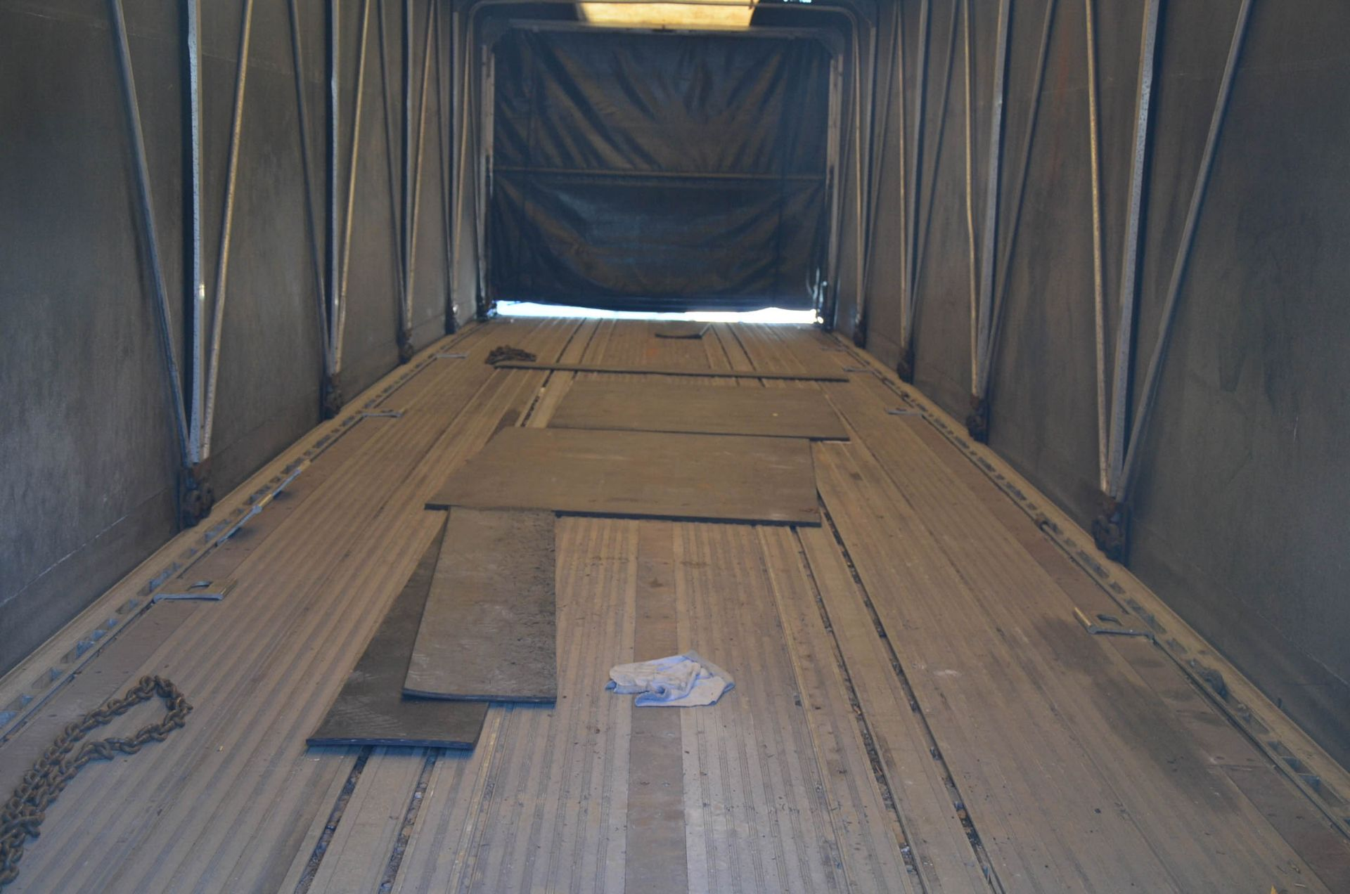 REITNOUER (1999) TANDEM AXLE ALUMINUM FLAT-DECK TRAILER, ROLL TITE QUICK DRAW TARP SYSTEM, VIN: - Image 12 of 12