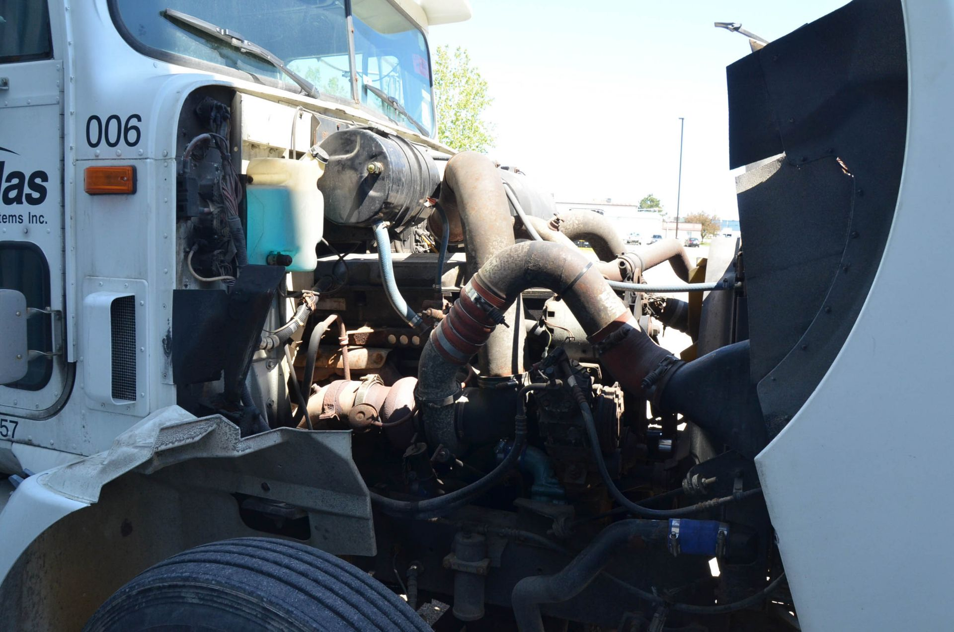 INTERNATIONAL 9200 6X4 TANDEM AXLE SEMI-TRACTOR TRUCK WITH . ENGINE, EATON-FULLER 13 SPEED MANUAL - Image 18 of 18