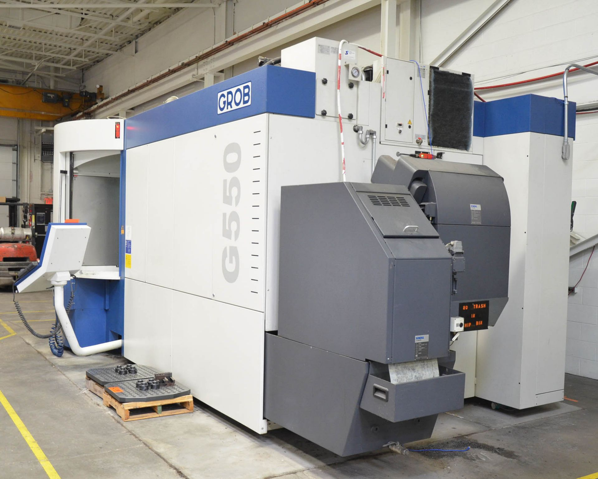 GROB (2014) G550 5-AXIS TWIN PALLET CNC MACHINING CENTER WITH HEIDENHAIN ITNC 530 CNC CONTROL, 24. - Image 6 of 13