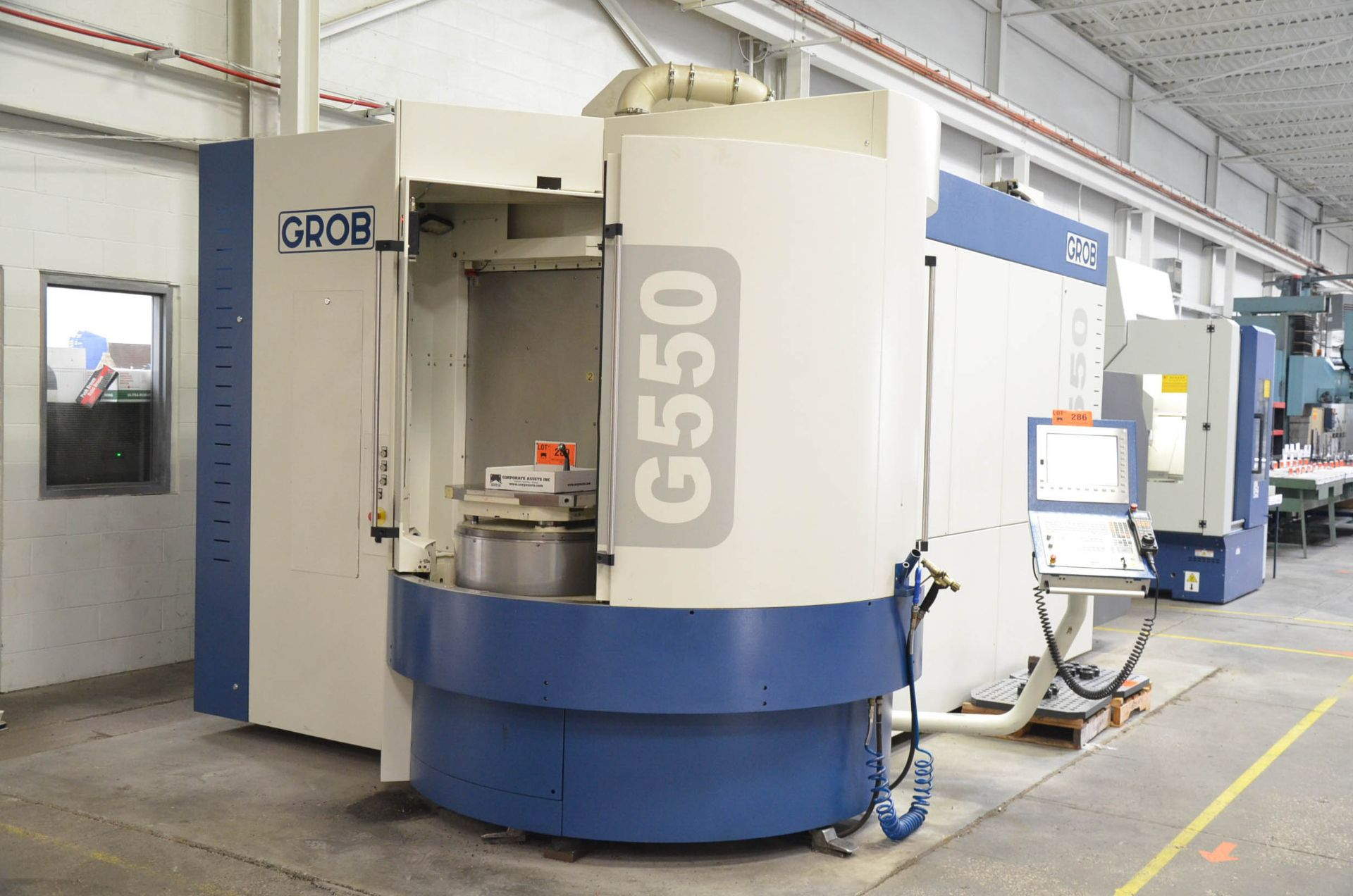 GROB (2014) G550 5-AXIS TWIN PALLET CNC MACHINING CENTER WITH HEIDENHAIN ITNC 530 CNC CONTROL, 24. - Image 5 of 13