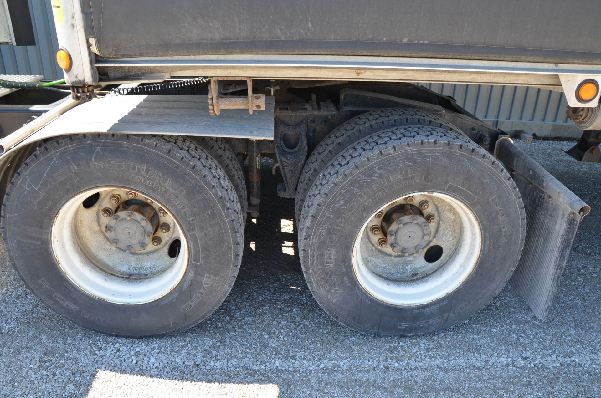 INTERNATIONAL 9200 6X4 TANDEM AXLE SEMI-TRACTOR TRUCK WITH . ENGINE, EATON-FULLER 13 SPEED MANUAL - Image 6 of 18