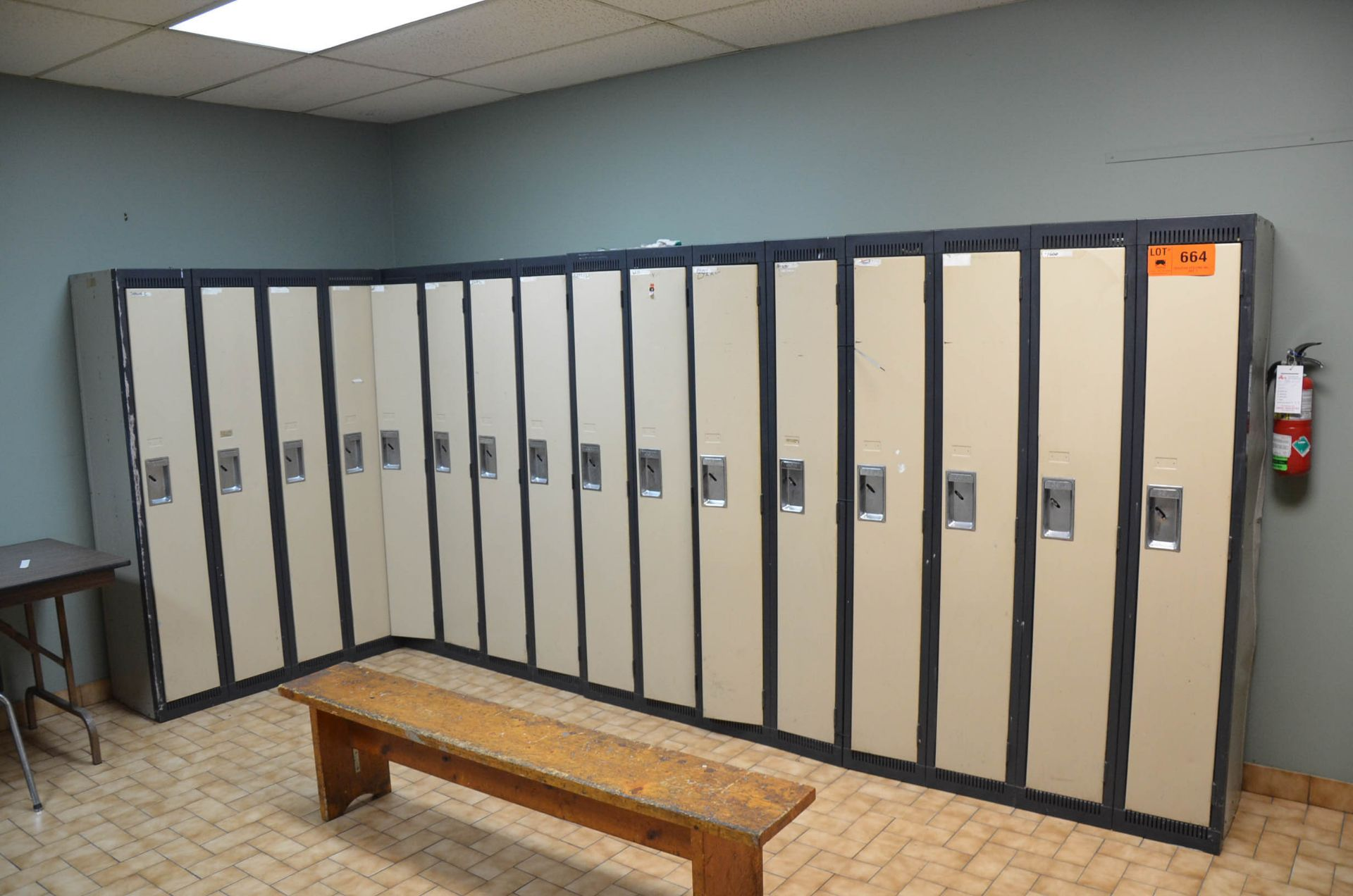 LOT/ LOCKERS AND APPLIANCES