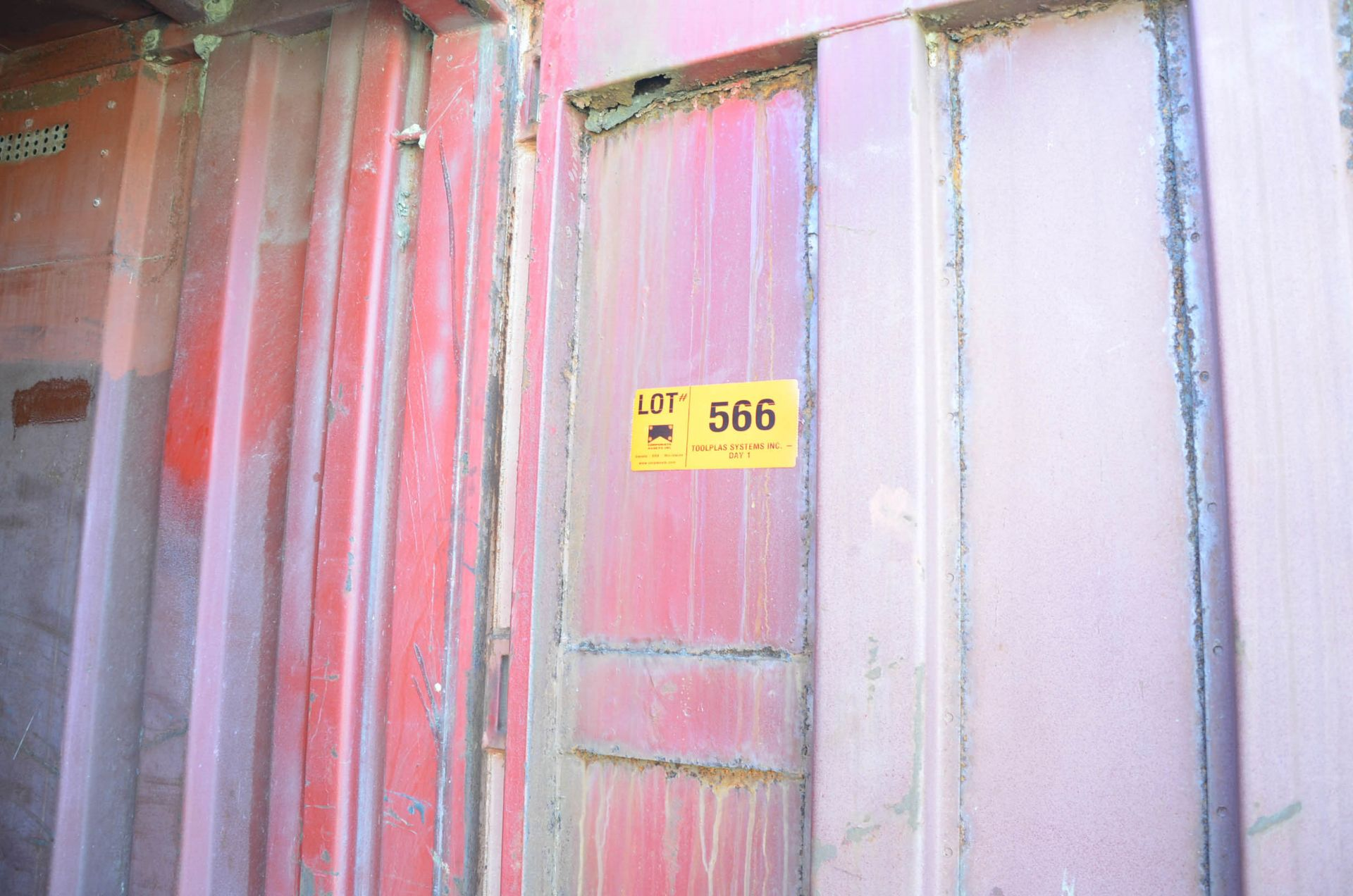 20' STORAGE SEA CONTAINER (SLIGHT DELAY DELIVERY) (CI) [RIGGING FEES FOR LOT #566 - $250 USD PLUS - Image 2 of 2