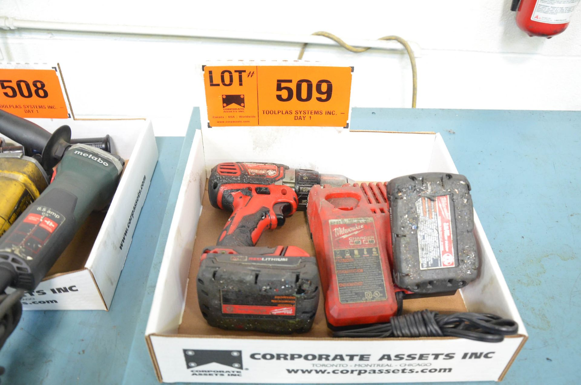 LOT/ MILWAUKEE CORDLESS DRILL WITH CHARGER