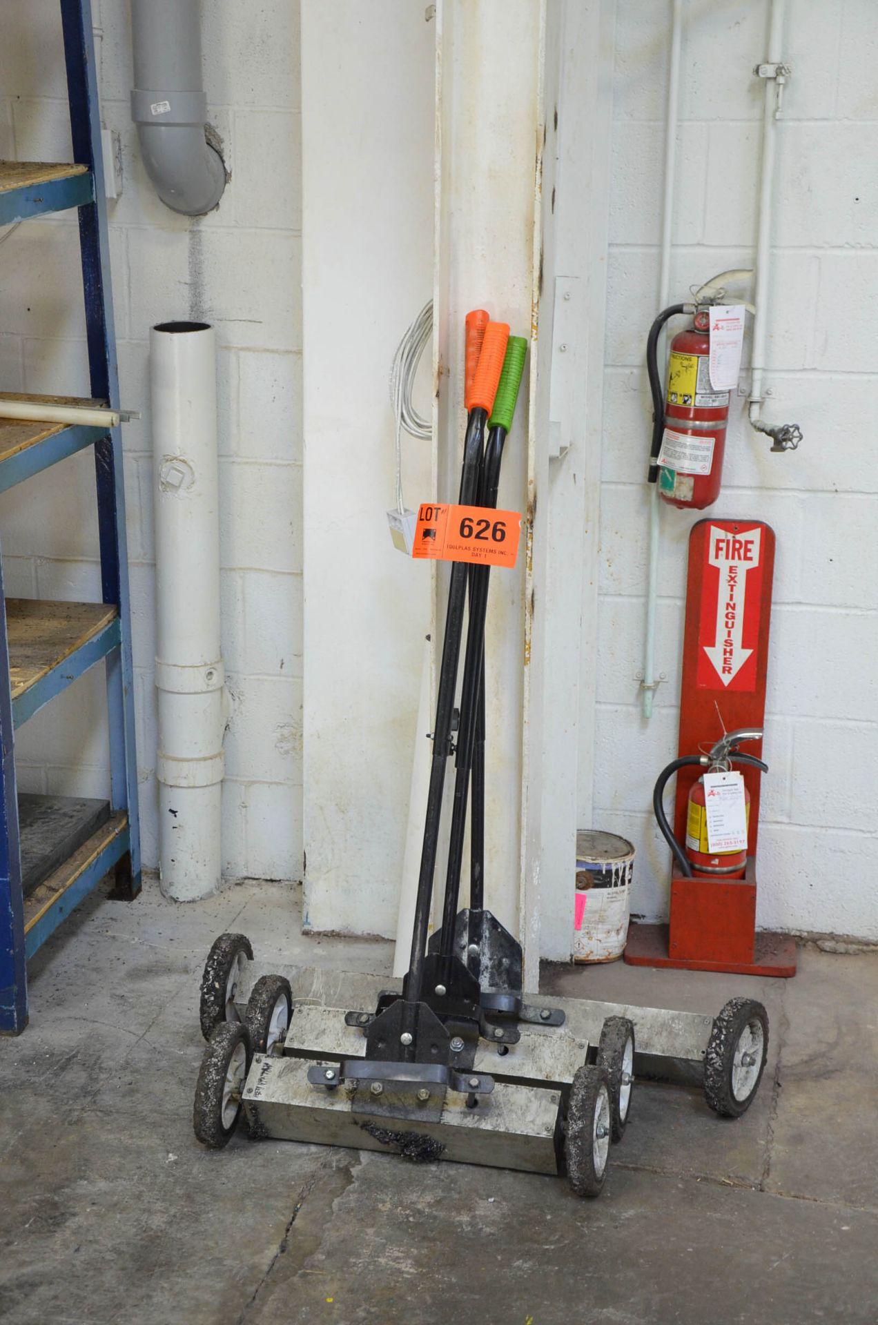 LOT/ MAGNETIC FLOOR SWEEPERS